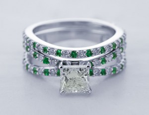 Trio Split Band Princess Cut Bridal Set With Emerald in 18K White Gold