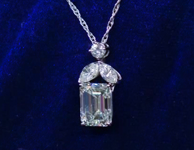 Alert Famous: Diamond Necklace Appraised