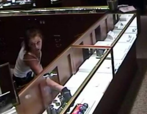 First glimpse of  female jewelry store robber