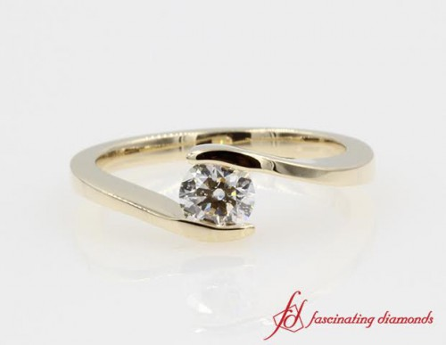 Round Cut Diamond Twisted Ring