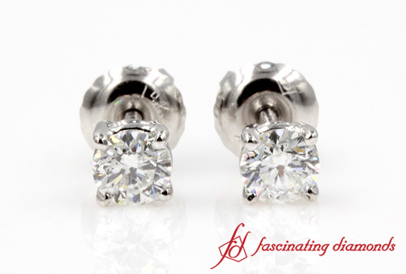 Round Cut Diamond Stud Earring In White Gold
