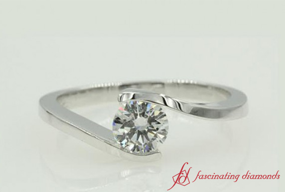 Swirl Round Diamond Ring