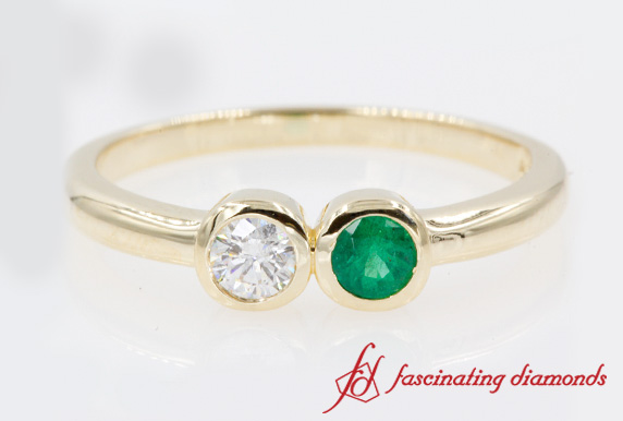 Two Stone Simple Round Ring With Emerald In Yellow Gold