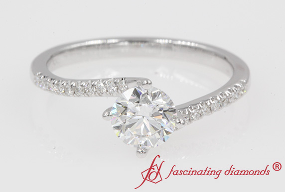 Twisted Round Shaped Diamond Ring