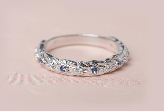 Leaf Design With Sapphire Band